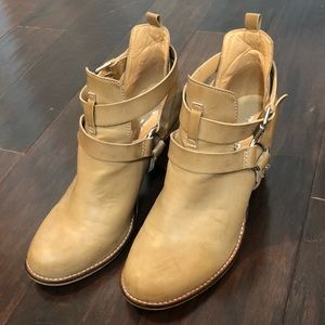 Report / taupe booties 9.5